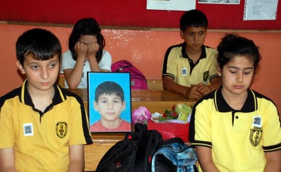 Sınıf arkadaşları gözyaşlarına boğuldu